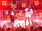 "Eminem & Rihanna Perform ""The Monster"" Live At MTV Movie Awards"