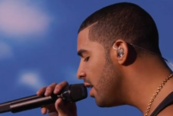 "Drake ""Hold On We're Goin' Home"" & ""Started From The Bottom"" Live At VMAs"