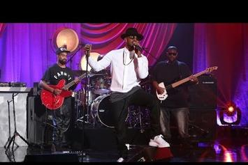 "Jamie Foxx Performs ""Baby's In Love"" On Ellen"