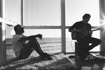 "Eric Bellinger ""Treat Yourself (Live Acoustic)"" Video"