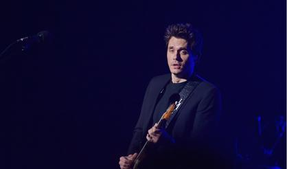 "John Mayer Covers Drake's ""Passionfruit"" In Amsterdam"