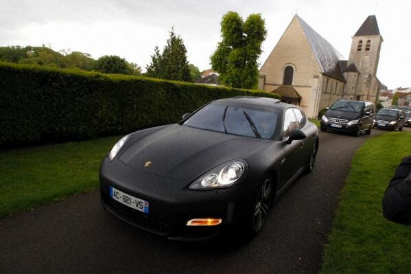 Yeezy's Porche Panamera Turbo arriving at Valentino's castle in Davron, France
