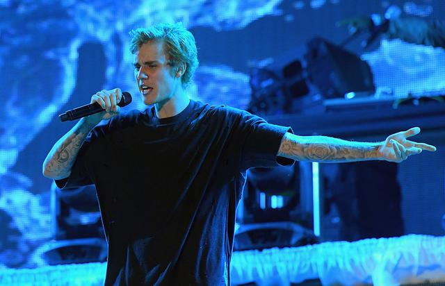 Justin Bieber performs poolside at Fontainebleau Miami Beachs New Years Eve Celebration at Fontainebleau Miami Beach on December 31, 2016 in Miami Beach, Florida.