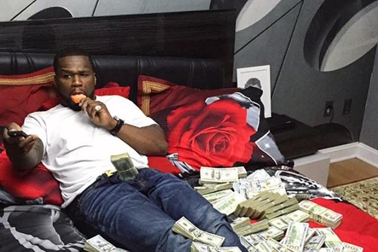 50 Cent flashes cash on his bed (IG pic)