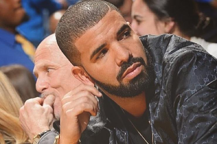 Drake sitting courtside at bball game