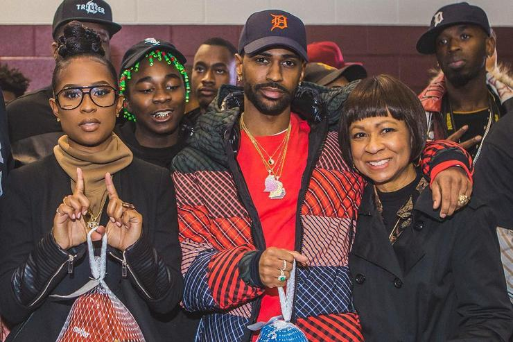 Big Sean and DeJ Loaf giving back turkey in Detroit