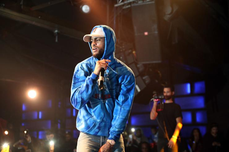 Dave East performing.