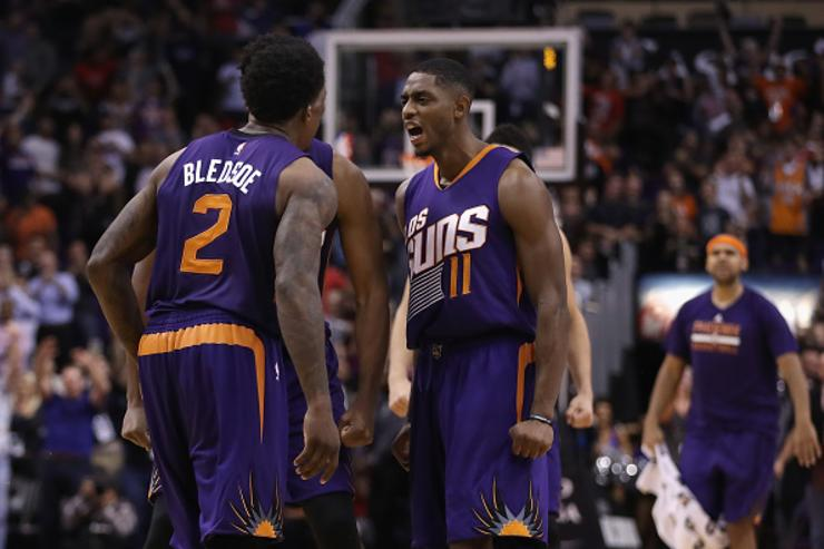 Suns guard Brandon Knight out for season with torn ACL